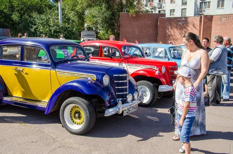 В Днепропетровской области прошла выставка ретроавтомобилей (фото) - фото 2