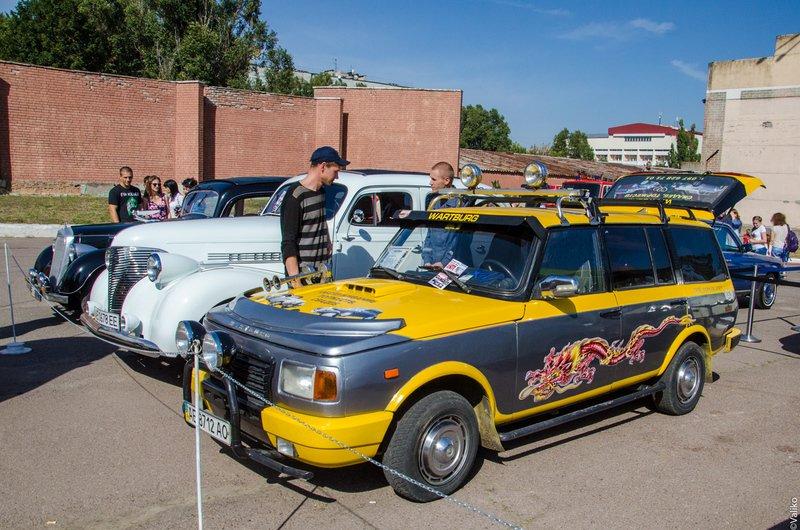 В Днепропетровской области прошла выставка ретроавтомобилей (фото) - фото 8
