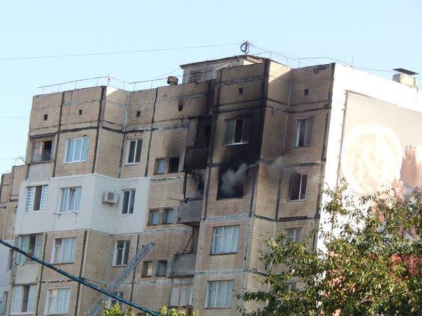 В Симферополе из горящей квартиры на 8-м этаже многоэтажки спасли двух человек (ФОТО) (фото) - фото 4