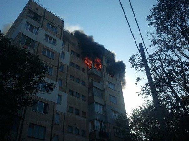В Симферополе из горящей квартиры на 8-м этаже многоэтажки спасли двух человек (ФОТО) (фото) - фото 1
