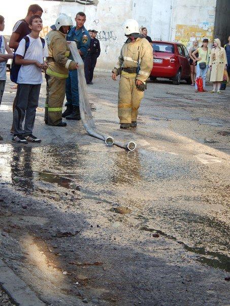 В Симферополе из горящей квартиры на 8-м этаже многоэтажки спасли двух человек (ФОТО) (фото) - фото 5