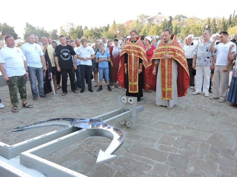 На дне моря у берегов Севастополя установили поклонный крест (ФОТО) (фото) - фото 1