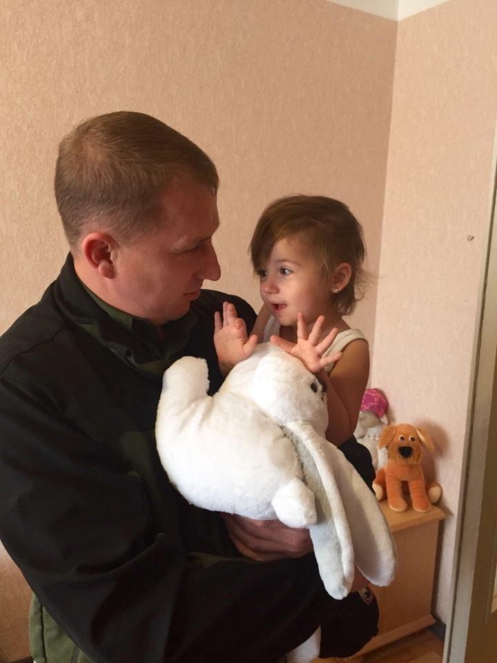 Глава областной милиции навестил вдову милиционера, погибшего в Мариуполе (ФОТО), фото-3