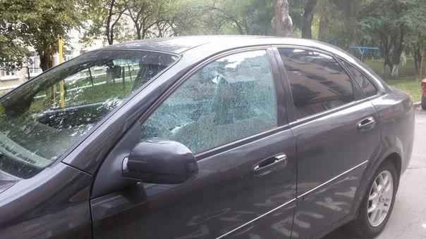 У Тернополі вночі невідомий обстріляв 8 автівок (фото) (фото) - фото 1