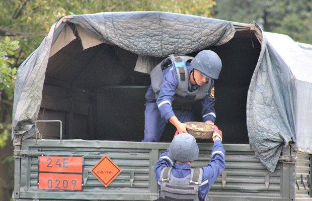 На території заводу мінеральних вод на Сторожинеччині знайшли протитанкову міну, фото-2