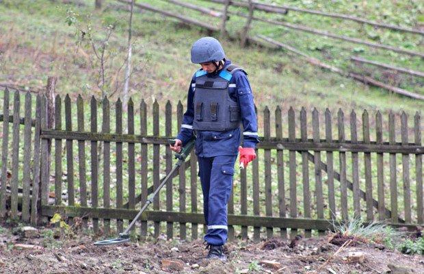 На території заводу мінеральних вод на Сторожинеччині знайшли протитанкову міну, фото-1