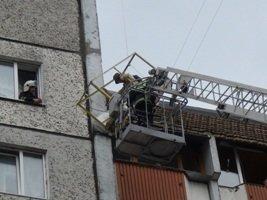 Утеплюючи фасад багатоповерхівки, чоловік ледь не зірвався з висоти 8 поверху (ФОТО) (фото) - фото 2