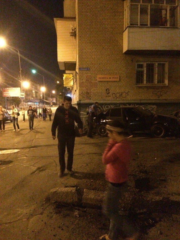 В Мелитополе БМВ на полном ходу врезался в стену дома, - фото, видео (фото) - фото 2