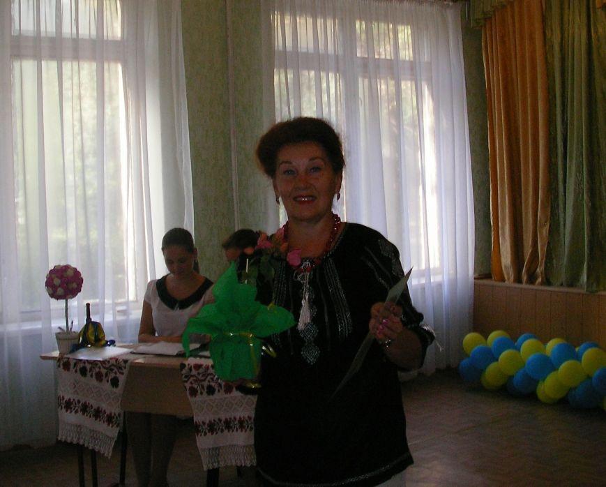 Днепродзержинских библиотекарей поздравляют с профессиональным праздником (фото) - фото 3