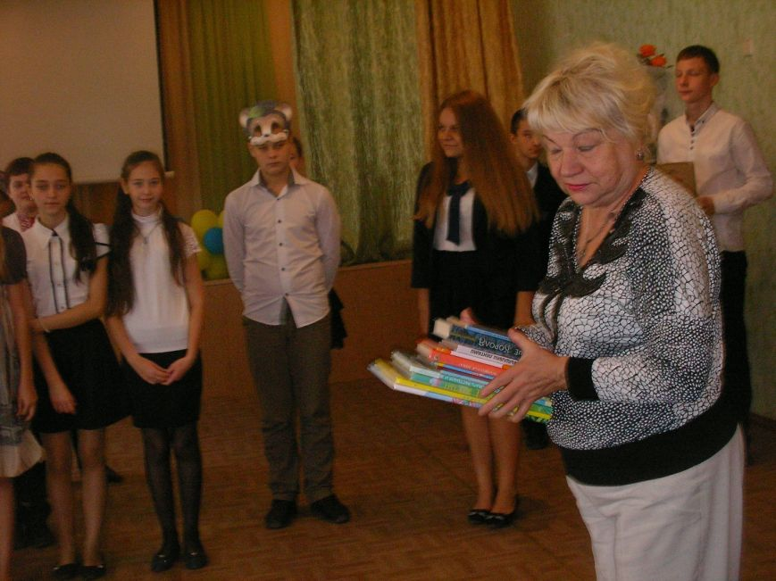 Днепродзержинских библиотекарей поздравляют с профессиональным праздником (фото) - фото 4