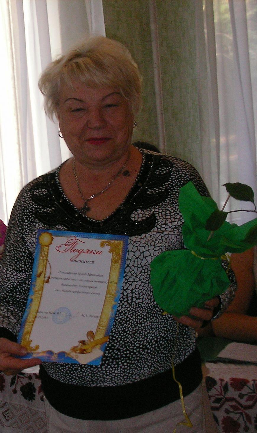 Днепродзержинских библиотекарей поздравляют с профессиональным праздником (фото) - фото 2