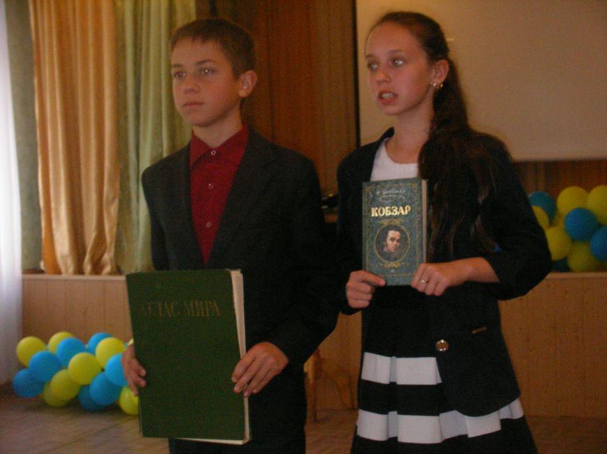 Днепродзержинских библиотекарей поздравляют с профессиональным праздником (фото) - фото 1
