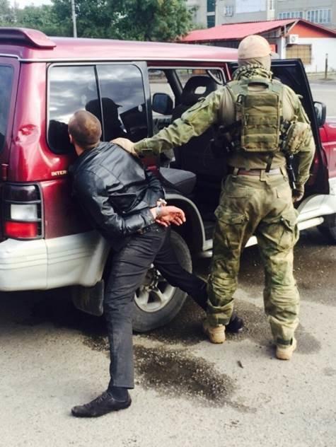 СБУ перекрила канал постачання зброї та боєприпасів із зони АТО на Буковині (фото) - фото 1