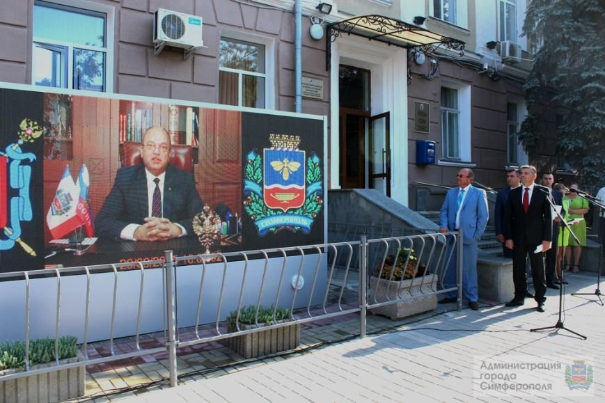 На большом экране у здания администрации Симферополя будут транслировать рабочие совещания и социальную рекламу (ФОТО) (фото) - фото 2