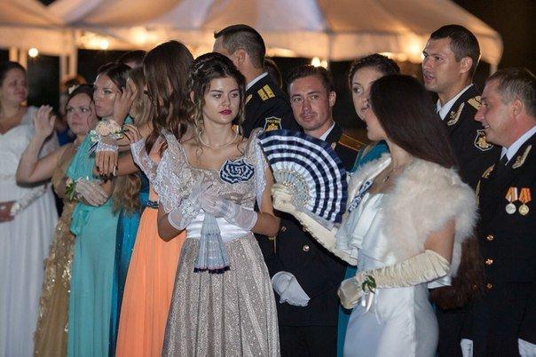 В Севастополе прошел Большой офицерский бал: на плацу Михайловской батареи кружились в танце более 80 пар (ФОТО, ВИДЕО) (фото) - фото 6