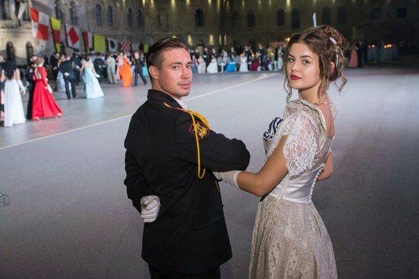 В Севастополе прошел Большой офицерский бал: на плацу Михайловской батареи кружились в танце более 80 пар (ФОТО, ВИДЕО) (фото) - фото 2