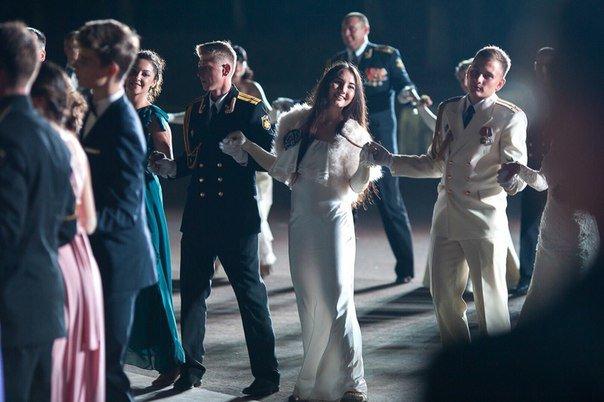 В Севастополе прошел Большой офицерский бал: на плацу Михайловской батареи кружились в танце более 80 пар (ФОТО, ВИДЕО) (фото) - фото 5