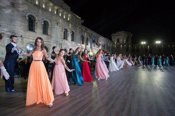 В Севастополе прошел Большой офицерский бал: на плацу Михайловской батареи кружились в танце более 80 пар (ФОТО, ВИДЕО) (фото) - фото 1
