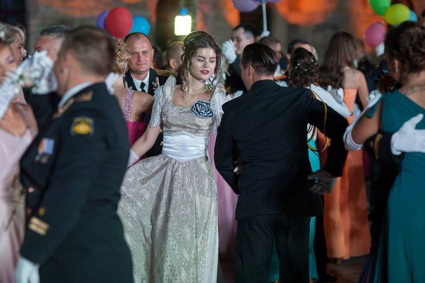 В Севастополе прошел Большой офицерский бал: на плацу Михайловской батареи кружились в танце более 80 пар (ФОТО, ВИДЕО) (фото) - фото 4