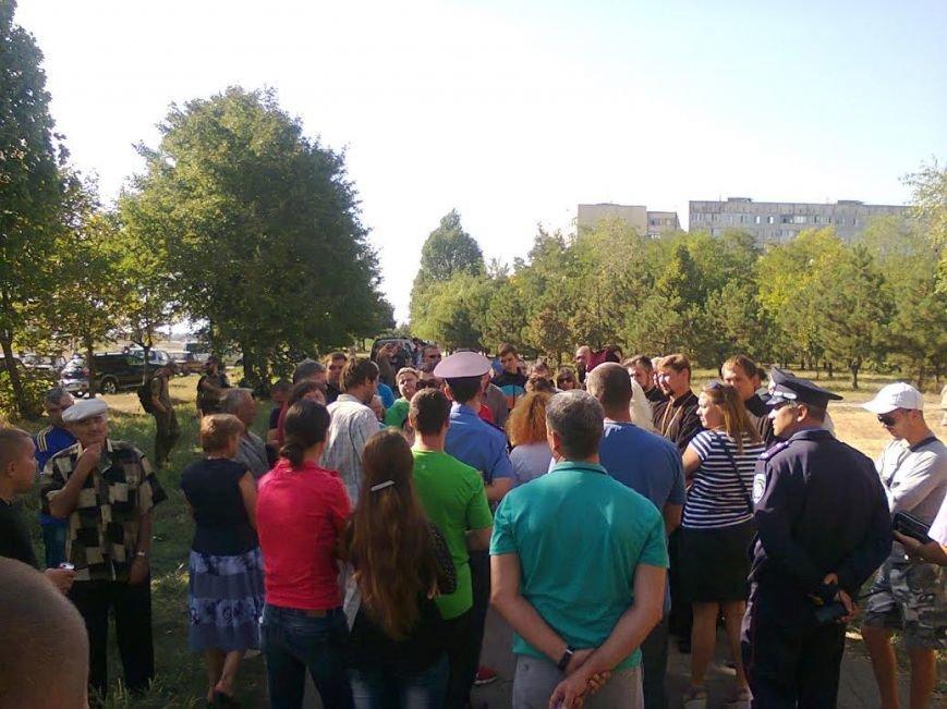 Мариупольцы пожаловались мэру на действия добровольцев «Правого сектора», «Днепра-1» и получили отпор (ФОТО) (фото) - фото 4