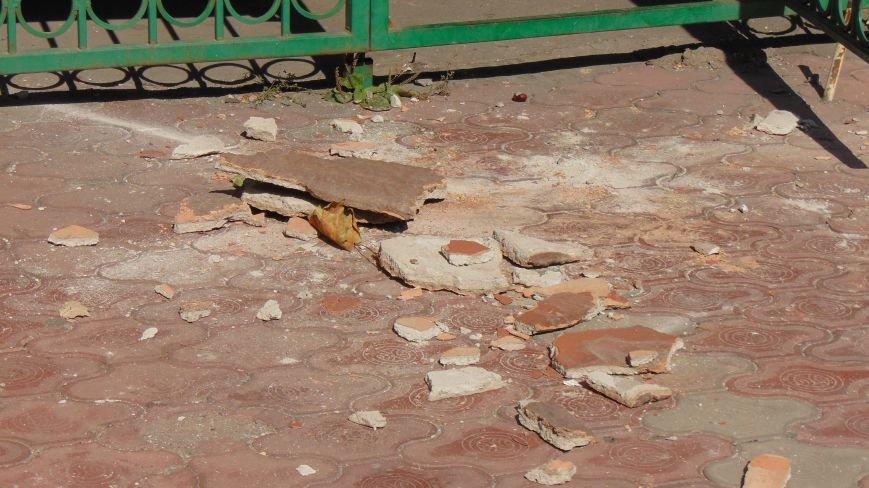 На мариупольцев падают элементы зданий (ФОТОФАКТ) (фото) - фото 2