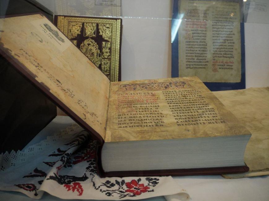 У Тернополі експонуються унікальні рукописні манускрипти (фоторепортаж) (фото) - фото 1
