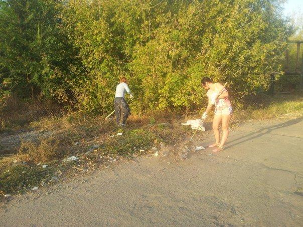 В двух микрорайонах Павлограда волонтеры собрали больше 40 мешков мусора (фото) - фото 1