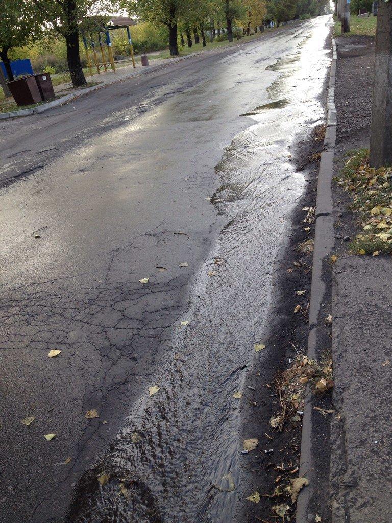 Коммунальная авария: улицу Первомайскую заливает водой (фото) - фото 1