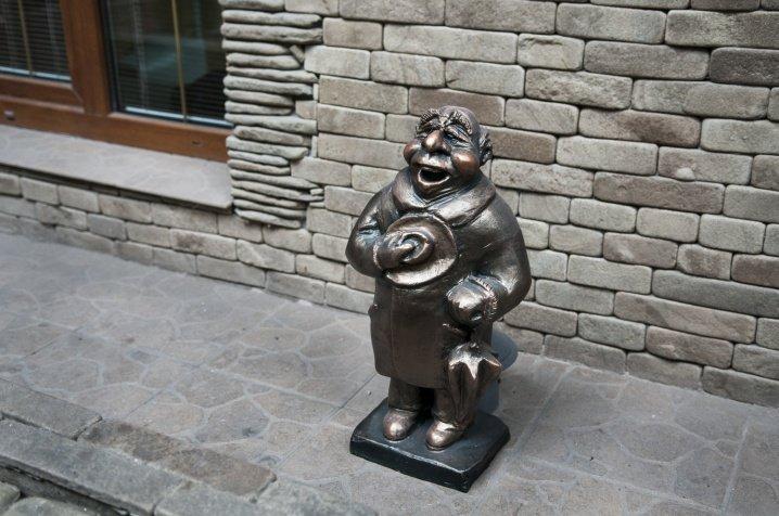 У місті з'явилась перша скульптура історичного жителя Чернівців (ФОТО), фото-2