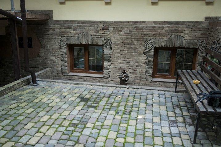 У місті з'явилась перша скульптура історичного жителя Чернівців (ФОТО), фото-3