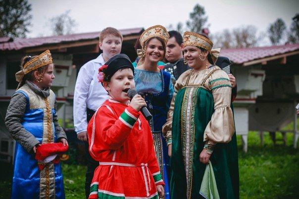 Пели песни, ели пироги и плясали на фестивале «Ладоград» в Пушкине (фото) - фото 2