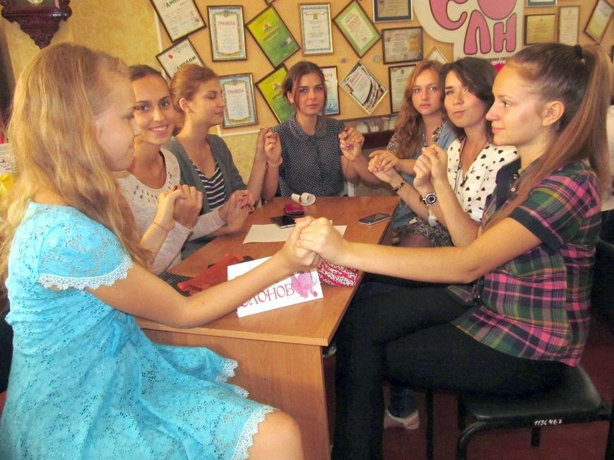 Юные журналисты Доброполья обсудили тему «Молодёжь и СМИ: глаза в глаза» (фото) - фото 1