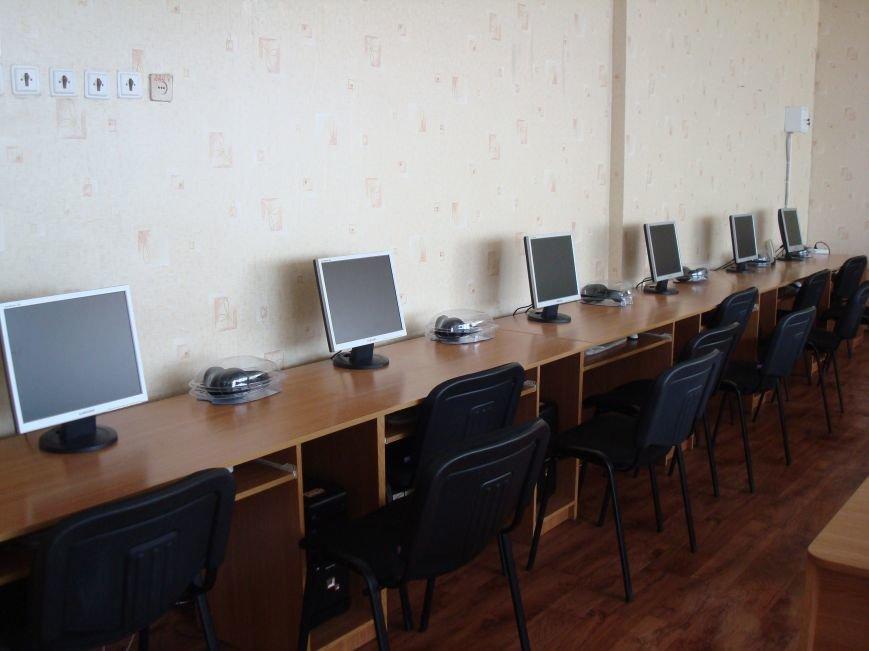 В Мариуполе школьники будут учить пенсионеров работать на компьютере (фото) - фото 1