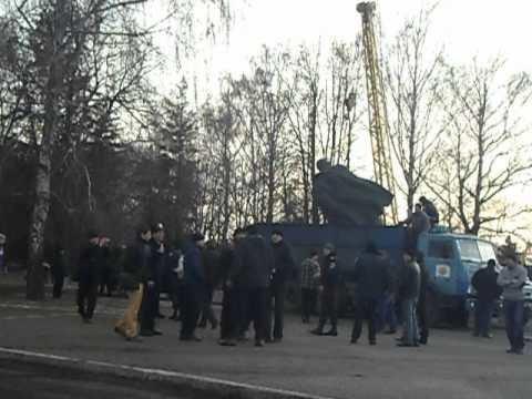 Куди зникають пам'ятники Леніну і що з'являється на їх місці (фото) - фото 10