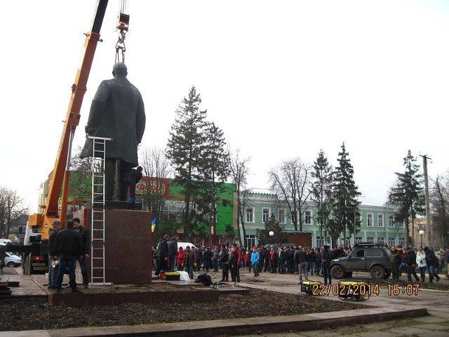 Куди зникають пам'ятники Леніну і що з'являється на їх місці (фото) - фото 14