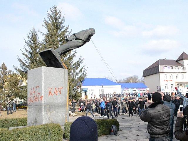 Куди зникають пам'ятники Леніну і що з'являється на їх місці (фото) - фото 3