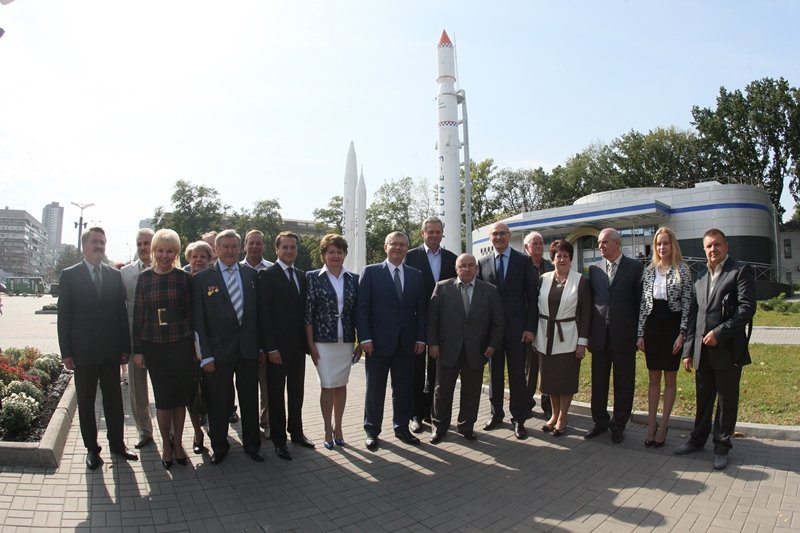 Александр Вилкул официально зарегистрировался кандидатом на пост мэра Днепропетровска и представил свою команду (фото) - фото 1