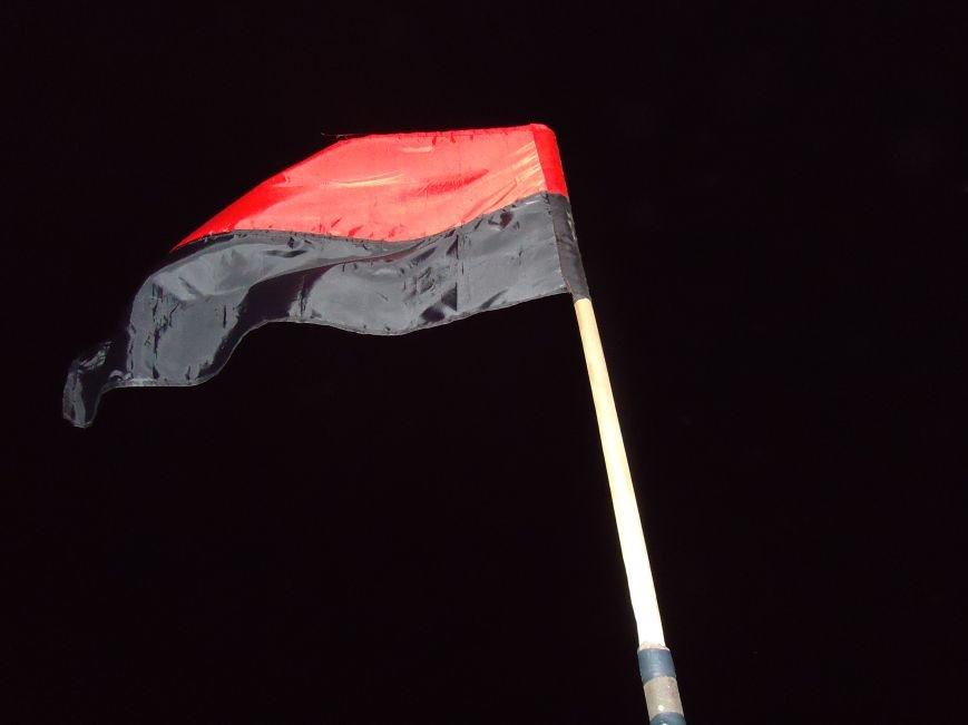 Патриоты продолжают украшать флагами радиовышки района (фото) - фото 7