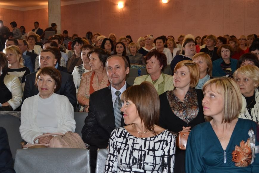 В Днепродзержинске накануне Дня работников образования чествовали педагогов, фото-2