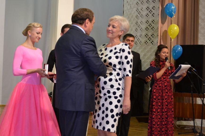 В Днепродзержинске накануне Дня работников образования чествовали педагогов, фото-8