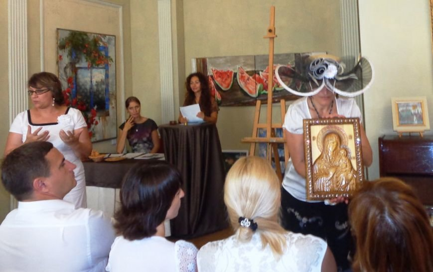 В рамках Республиканского дня благотворительности и милосердия в ялтинской галерее «Почерк» состоялся благотворительный аукцион (фото) - фото 3