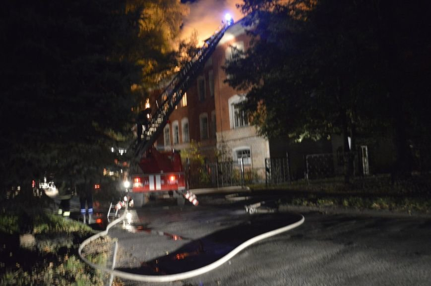 В Чернигове горело летное училище (фото) - фото 1