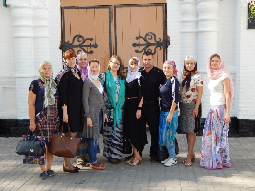 Коллектив Добропольской ЦБС совершили «библио-путешествие» (фото) - фото 1