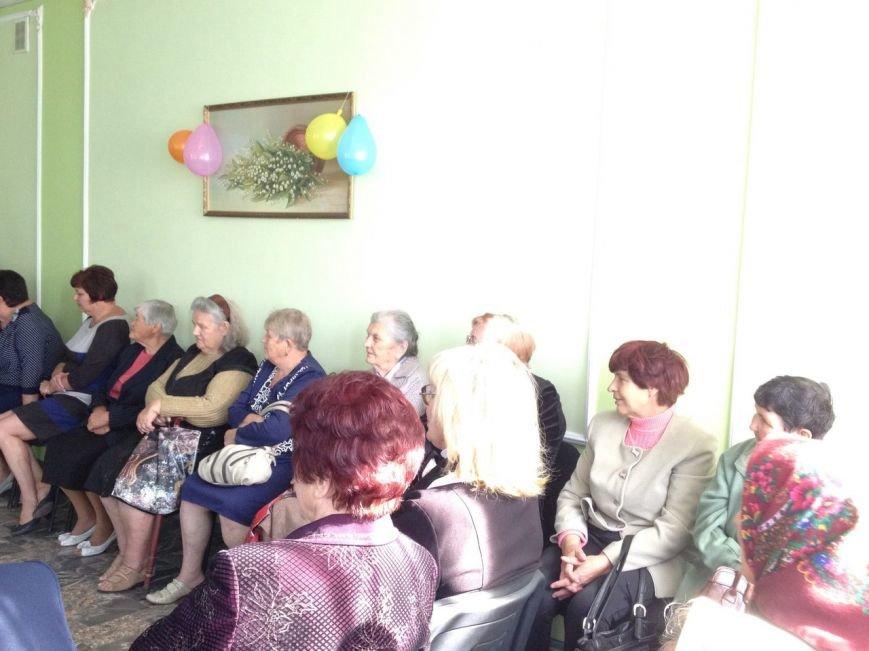 В Доброполье прошло мероприятие приуроченное ко Дню пожилого человека (фото) - фото 1