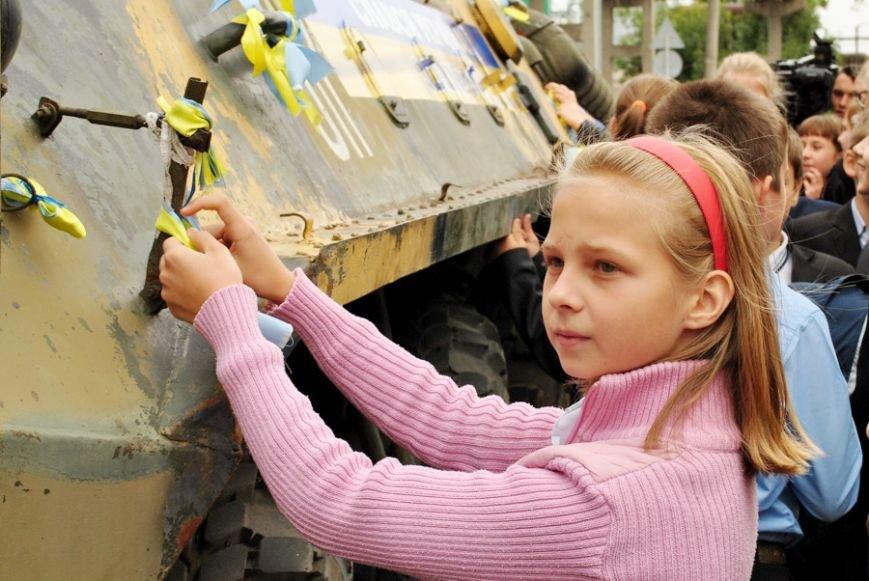 В Николаеве школьники собрали 20 тысяч гривен на ремонт БТРа (ФОТО) (фото) - фото 3