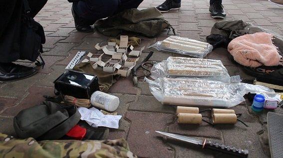 В Киеве милиция задержала военных, перевозивших оружие (ФОТО, ВИДЕО) (фото) - фото 1