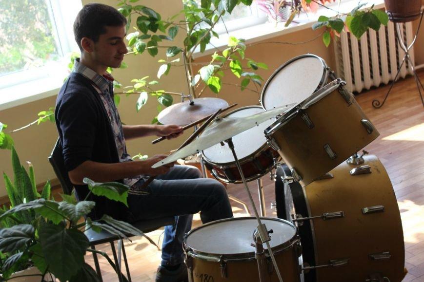 Днепропетровский оркестр, который удивил всех на День города, поздравил учителей (ФОТО), фото-3