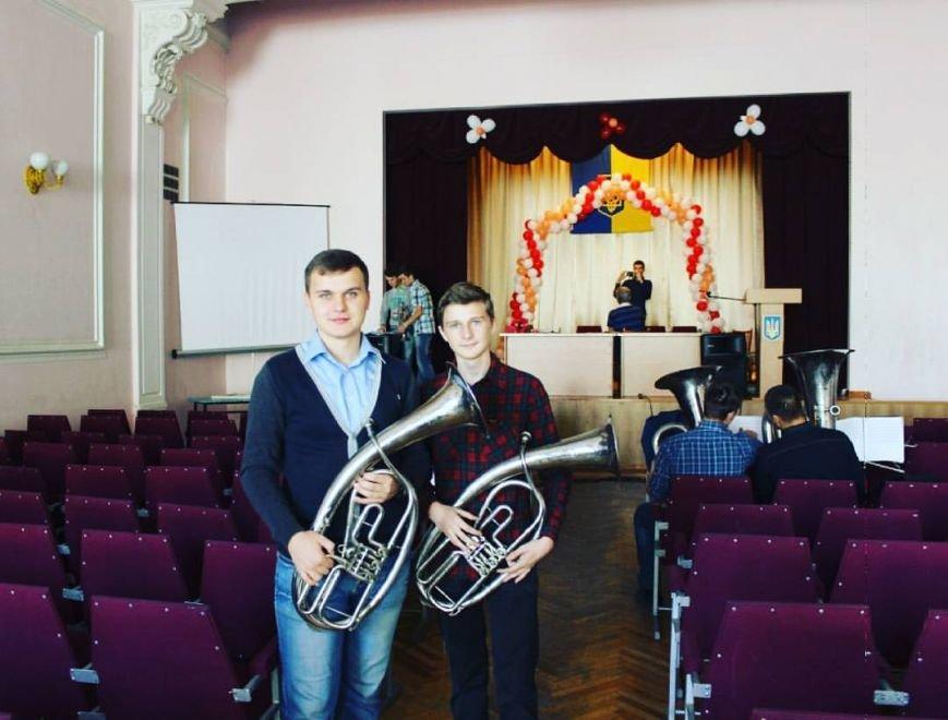 Днепропетровский оркестр, который удивил всех на День города, поздравил учителей (ФОТО), фото-1