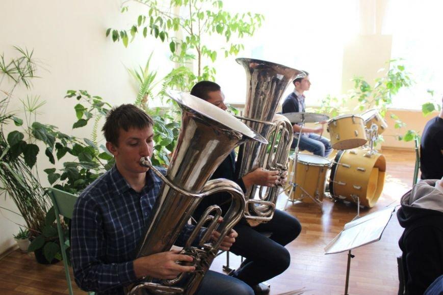 Днепропетровский оркестр, который удивил всех на День города, поздравил учителей (ФОТО), фото-4