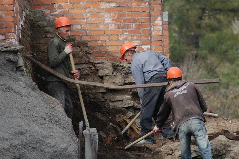 Подпорная стена плотины завода скоро будет восстановлена (фото) - фото 1